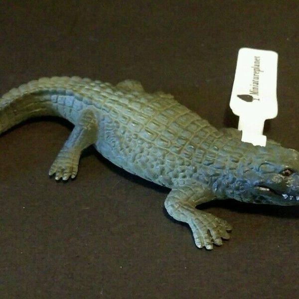 Epoch Like Kaiyodo Aquarium Albino Pleco Fish and Cave Mini PVC  Figure C